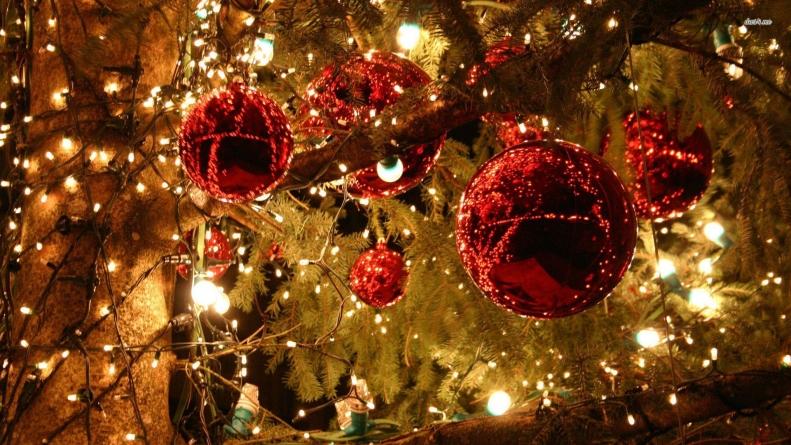 Start pentru iluminatul ornamental stradal și pentru cel al bradului de Crăciun
