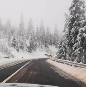 Carosabil cu zăpadă în Pasul Prisop