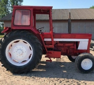 TRACTOR INTERNATIONAL 946, 3.200 EURO