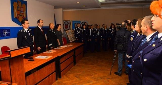 20 de polițiști avansați în grad înainte de termen