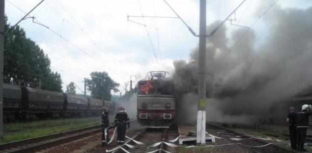 O altă locomotivă a luat foc în Săcel