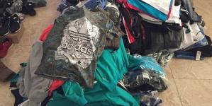 Cum a fost desființat un magazin mobil cu haine contrafăcute