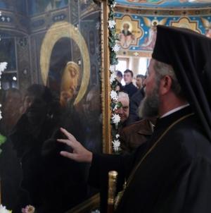 Trei zile se mai pot închina băimărenii la icoana făcătoare de minuni adusă de la Mănăstirea Rohia (GALERIE FOTO)