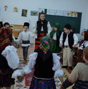 Școlile care vor opțional de folclor trebuie să depună cereri până la finalul lunii februarie