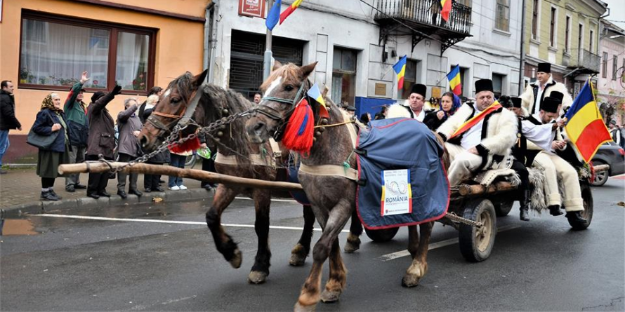 """""""DRUMUL UNIRII"""". Convoiul de căruțe trase de cai a pornit azi spre Alba Iulia (GALERIE FOTO)"""
