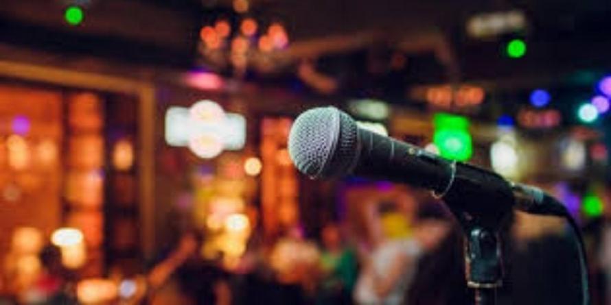 Karaoke Night în joia tineretului
