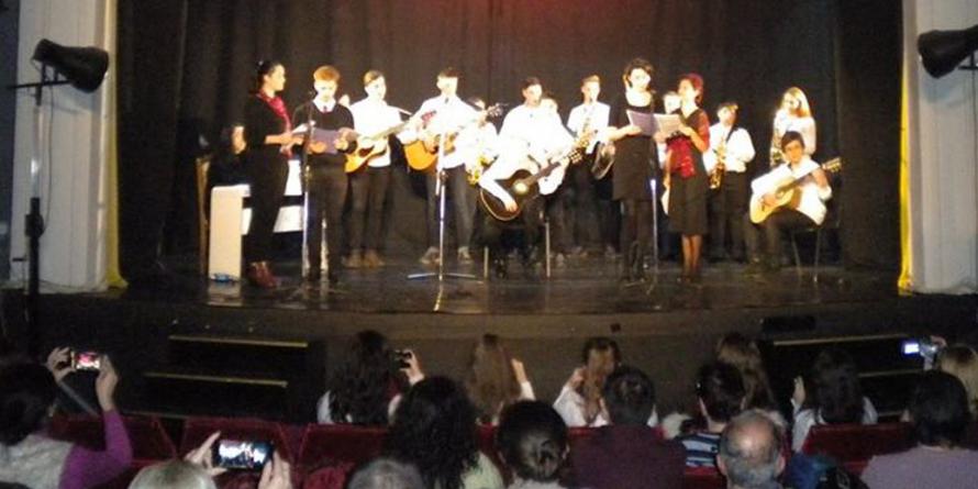 """Elevii Școlii Populare de Artă """"Liviu Borlan"""" au avut un vis. De iarnă"""