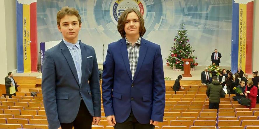 """Doi elevi de la """"Șincai"""" au fost premiați de Ministerul Educației"""