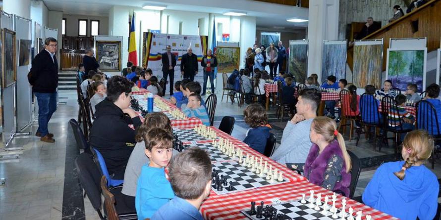 """Concursul de șah """"Cupa Centenar"""", destinat elevilor"""