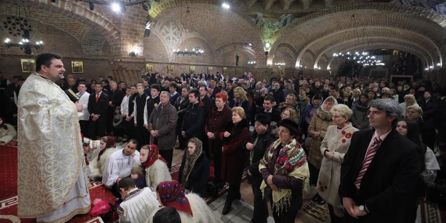 """Decanul Facultăţii de Teologie Ortodoxă din Alba Iulia a primit Crucea """"Sfântul Iosif Mărturisitorul din Maramureș"""""""