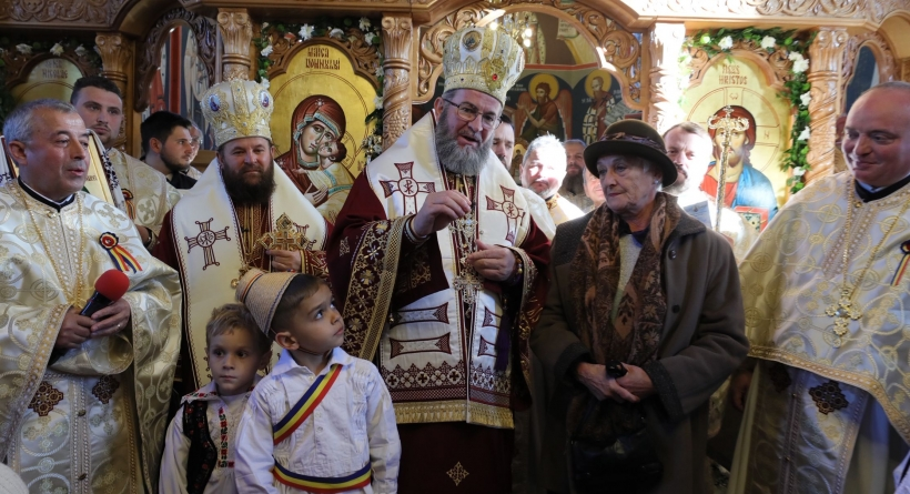 """Episcopul Iustin, la târnosirea bisericii cu hramul """"Sfântul Andrei"""" (GALERIE FOTO)"""