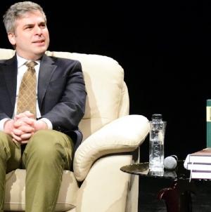 """Redactorul-şef al revistei """"Convorbiri literare"""" din Iaşi conferențiază în Baia Mare"""