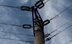 Alimentarea cu energie electrică – întreruptă din cauza vântului în două localități