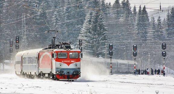 CFR ne plimbă mai ieftin. S-a lansat oferta Trenurile Zăpezii