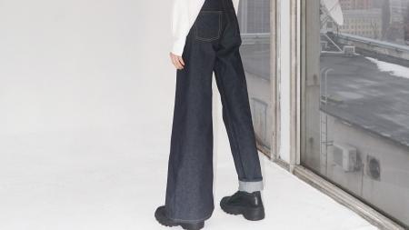 Trăsnăile modei: s-au inventat blugii asimetrici