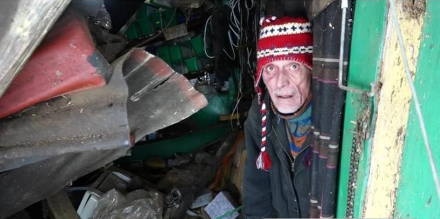 Zăpada din Cavnic a făcut o victimă; i-a stricat casa unui localnic, ce are nevoie de ajutorul semenilor