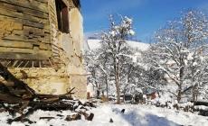 O parte din acoperișul bisericii de lemn din Buteasa s-a prăbușit (GALERIE FOTO)