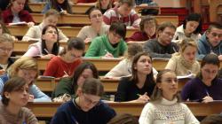 Studenții intră în febra examenelor