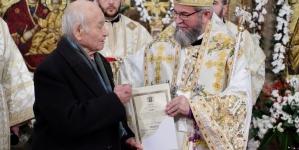 """Un veteran de război, în vârstă de 100 de ani, răsplătit cu Ordinul """"Sfântul Ierarh Iosif Mărturisitorul din Maramureş"""" (GALERIE FOTO)"""