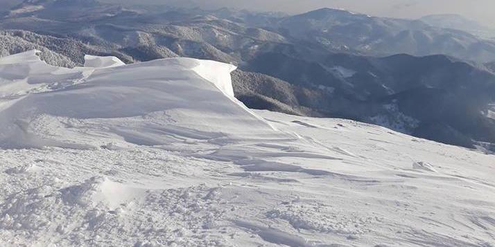 Risc crescut de avalanșe în Munții Maramureșului și Munții Gutâi