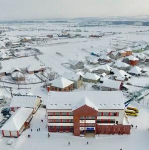 La rezultate economice, Fărcașa bate toate orașele din județ și se trage de șireturi cu cele două municipii