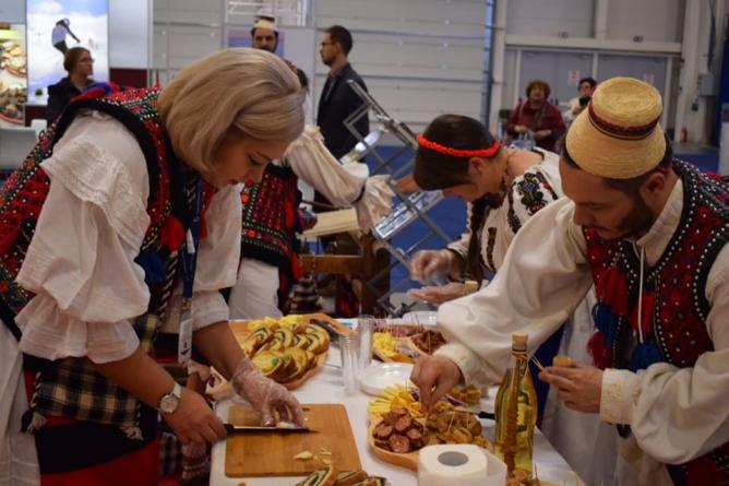 Maramureșul la Târgul de Turism al României: de la tur virtual al bisericilor de lemn la folclor și produse tradiționale