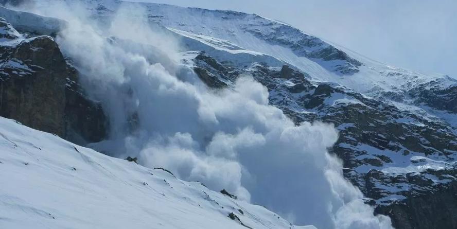 Risc de gradul 3 pentru producere de avalanșe în Munții Maramuresului și Gutâi