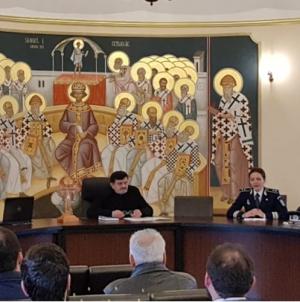 Deși n-au păcătuit mai mult, polițiștii merg mai des la preot