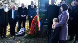 Rază de speranță: un bebeluș la comemorarea lui George Pop de Băsești