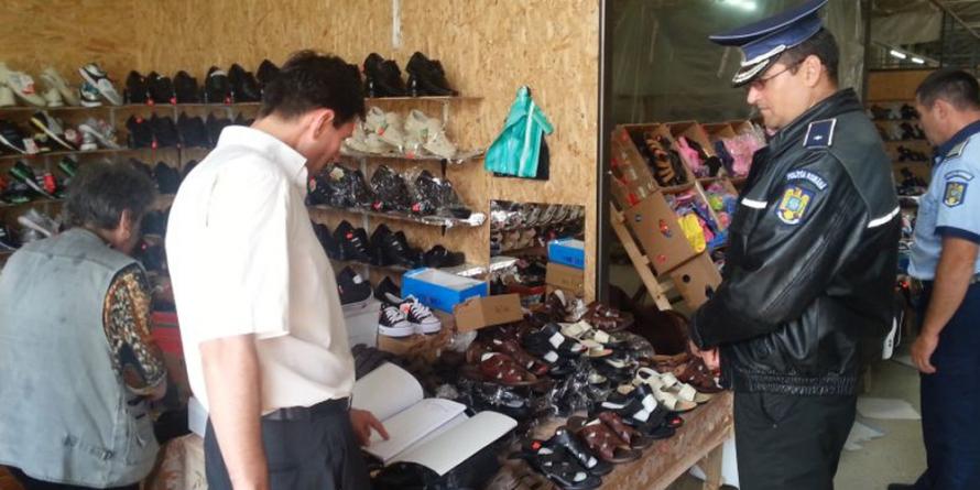 Haine contrafăcute prin magazine din Baia Mare