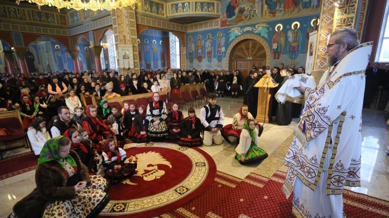 """Episcopul Iustin: """"Să-i chemăm să se întoarcă acasă, e prea mult pustiu în satele noastre"""" (GALERIE FOTO)"""