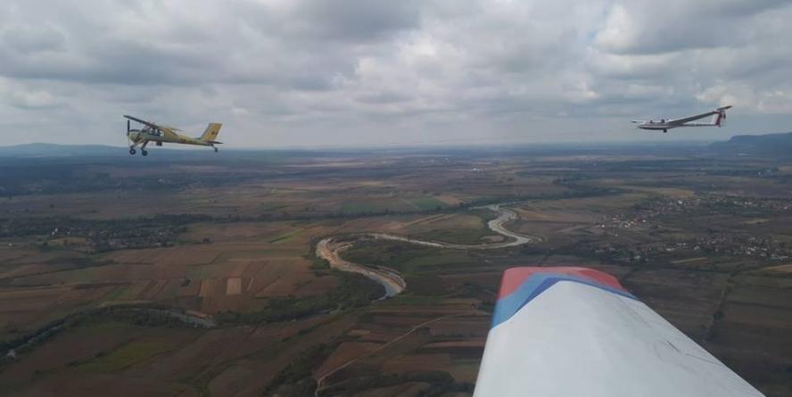 Cursuri de planorism și parașutism gratuite pentru tineri