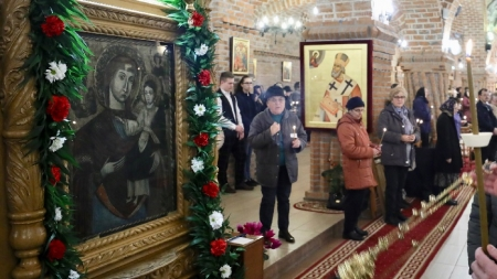 Duminica I din Post, cu Icoana făcătoare de minuni de la Mănăstirea Dragomireşti
