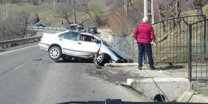 Accident la Șurdești – o mașină a ajuns în șanț