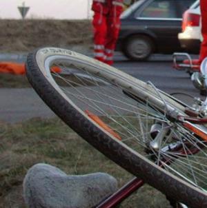 Biciclist lovit de o mașină condusă de o liceeană
