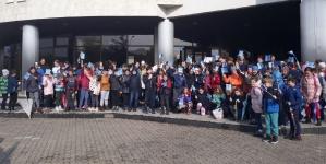 Copiii au  trimis polițiștilor felicitări desenate și au primit felicitări verbale, care au însoțit premiile