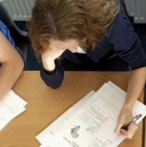 Puțin peste jumătate dintre elevi au avut medii peste 5 la simularea Evaluării Naționale