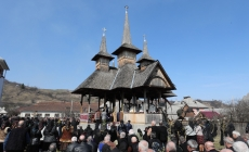 """Pelerinaj inedit: """"Drumul catedralelor de lemn din Maramureş"""", pe jos şi cu căruţele"""