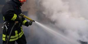 Trei tone de deșeuri lemnoase mistuite de foc în Chiuzbaia