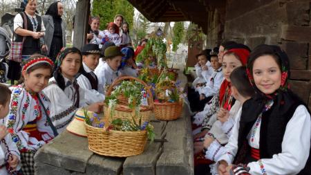 Tradiții pascale lăpușene etalate la Rogoz  (GALERIE FOTO)