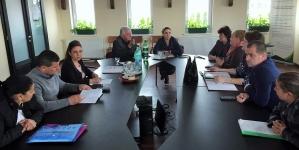 La Coltău, discuții pe tema abandonului şcolar în rândul elevilor romi