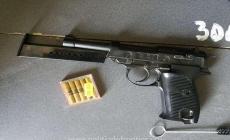 Pistol găsit la vamă în bagajele unui ucrainean