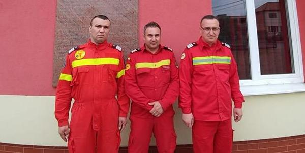 După 35 de minute de resuscitare, trei pompieri din Fărcașa au salvat o femeie aflată în stop cardio-respirator