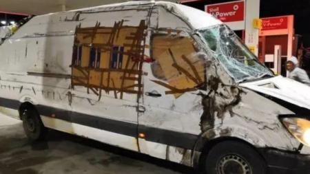 """După accident: a parcurs sute de km  în două țări cu o mașină cârpită cu scotch, având și parbrizul """"pânză de păianjen"""" (VIDEO și GALERIE FOTO))"""