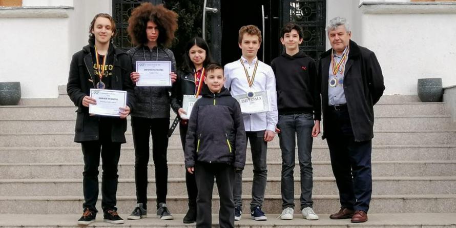Medalii la olimpiada națională și trei maramureșeni calificați în lotul lărgit de astronomie și astrofizică al României