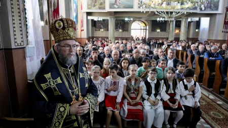 """Episcopul Iustin: """"Ca să înţelegem ce-i cu ortodoxia trebuie să cunoaştem slujbele pe care le avem în Postul Mare"""" (GALERIE FOTO)"""