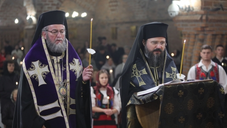 """Episcopul Macarie: """"Noi, creştinii, credem că există adevărul lucrurilor. Un adevăr, nu mai multe"""" (GALERIE FOTO)"""