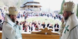O inițiativă a Episcopului Iustin – parada portului popular în parohiile Maramureșului și Sătmarului