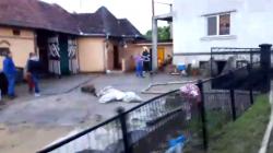 Inundații în Mânău, după o rupere de nori (VIDEO)