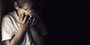 Copii de trei și șapte ani, abuzați sexual de propria mamă